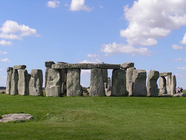 640px-Stonehenge2007_07_30