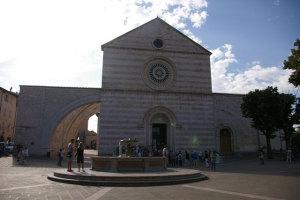 サンタ・キアラ聖堂